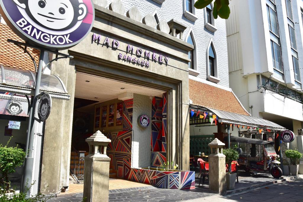 Mad Monkey Bangkok 1