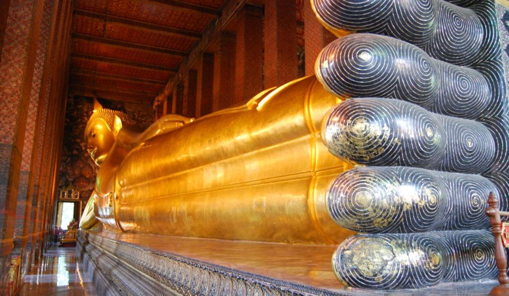 Templete Thaïlande avec statue du Bouddha couché