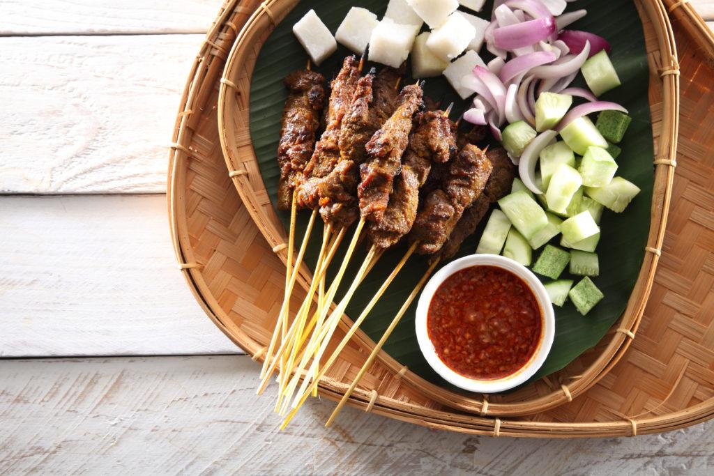 Satay de b oeuf: Brochettes de viande grillée